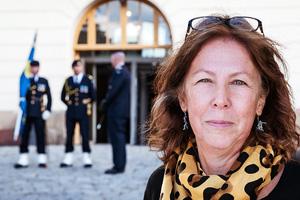 Eva-Sofi Ernstell, museichef, framför Armémuseum.