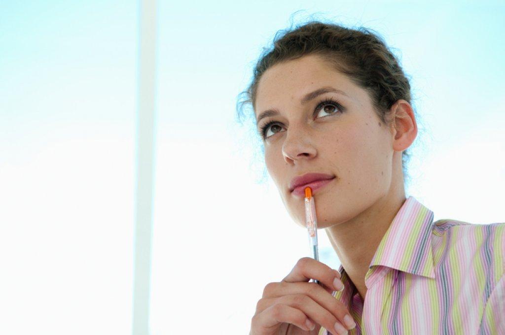 Kvinna som funderar